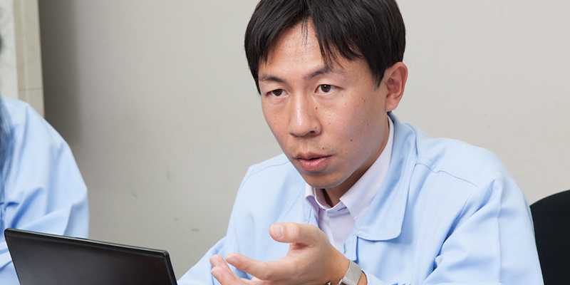 Masashi Oikawa was in charge of the development of optical fiber-embedded strand.